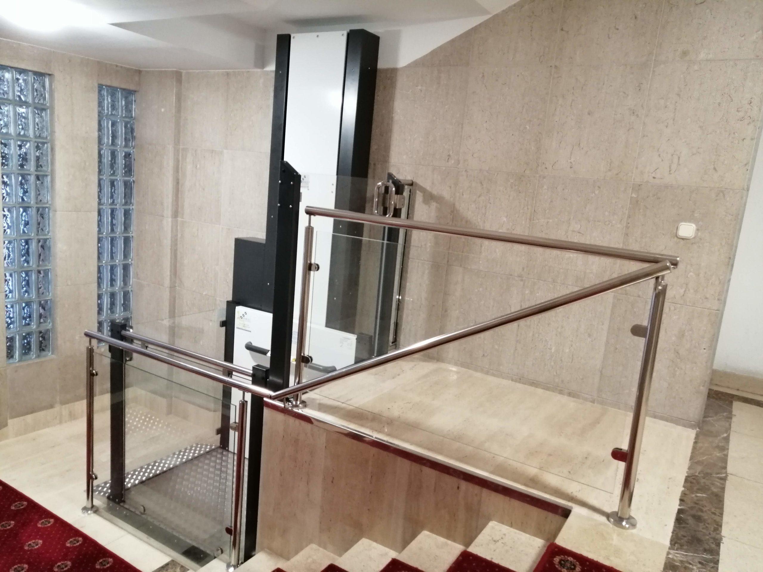 IMG_2Plataforma elevadora Vertical SVK0200107_133850